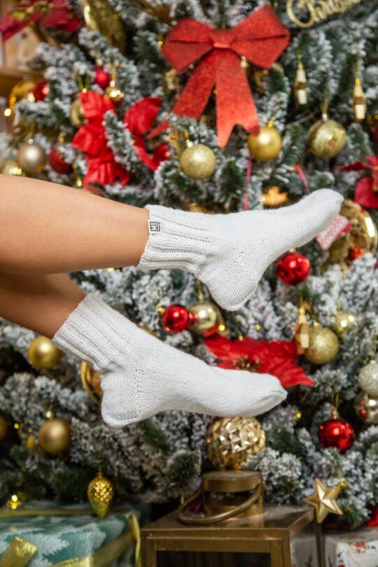 Белые вязанные носки ручная работа